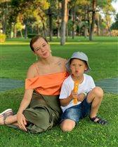 Екатерина Шпица с сыном и в купальнике: '10 дней с ребенком - для меня это так много!'