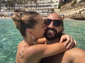 Анна Хилькевич с мужем оставили детей и уехали целоваться