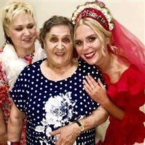 Пелагея с мамой, бабушкой и дочкой на концерте - 4 поколения женщин семьи
