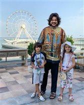 Почему дети Филиппа Киркорова не улыбаются?
