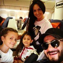 Михаил Галустян с женой и дочками: 'Победа Победовна моя'