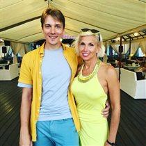 Алёна Свиридова с старшим сыном и его невестой: 'Какая из меня получится свекровь?'
