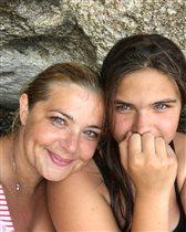 Ирина Пегова с дочкой: фото у скалы Афродиты