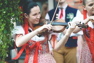 Фестиваль Чехии в Саду Баумана: танцы, замки, 3D шоу, собачки и кнедлики