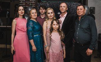 на юбилее всей семьей