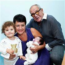 79-летний Эммануил Виторган и его 57-летняя жена снова стали родителями