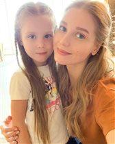 Кристина Асмус с дочерью и в ослепительном купальнике