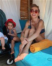 Анна Хилькевич с мужем и дочками: '48 кг после двух детей? Вот это да!'
