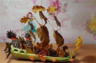 Пиратский осенний корабль из листьев PortAventura