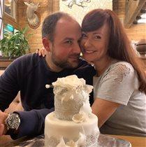 Нонна Гришаева с мужем: 13 лет свадьбы - и торт со съедобным кружевом