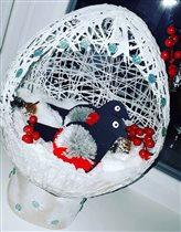 Снегирь в новогоднем шаре  )))