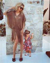 Светлана Лобода, редкое фото с младшей дочкой: 'Почему синяки на ножках у ребёнка?'