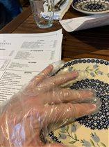 Врач Пироговского центра: 'Ношение одноразовых перчаток - это экологический терроризм'
