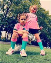 Ольга Шелест отдала дочек на футбол: 'Это законно быть такими крутыми?!'