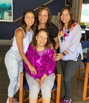 Ева Лонгория с 3 старшими сестрами и крошкой-сыном