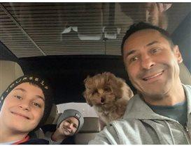 Стас Костюшкин - семейный водитель: 'Кого в школу, кого в детский сад'. А собачку куда?