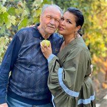 Анна Нетребко с папой и 'натуральными' подругами в Краснодаре