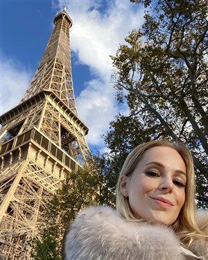 Ирина Медведева из '6 кадров' улетела из Парижа в Беларусь лечить маму от ковида
