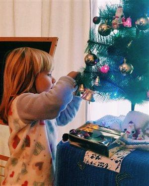 Юлия Савичева скучает по дочери, а 3-летняя Аня уже ждёт Деда Мороза