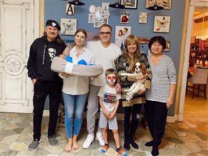 Владимир Пресняков и Наталья Подольская: фото в новом составе - с сыновьями и родителями