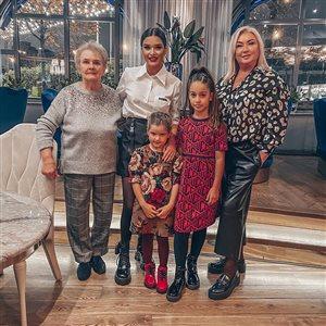 Ксения Бородина с дочками, мамой и бабушкой: 'Она запрещала называть себя мамой'
