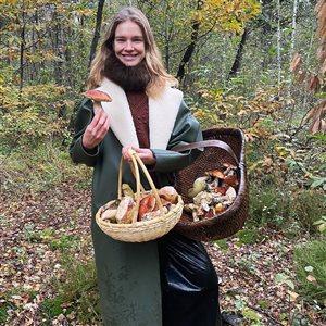 Наталья Водянова с сыном - в лес за грибами: 'А как же карантин?'