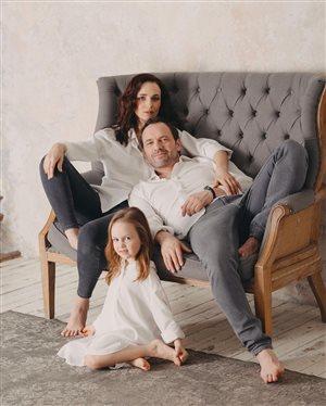 Анна Снаткина с мужем и дочкой: 'Какие все красивые, девочка - ангелочек!'