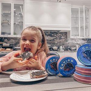 Ксения Бородина учит поклонниц не завидовать, когда дарит 5-летней дочери наряды от Гуччи и айфон