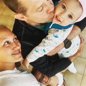 Павел Буре: редкое фото с женой и дочками - в честь 2-летия младшей