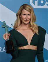 Лора Дерн 2020 приз платья