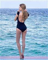 Кристина Асмус в купальнике