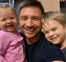 Сергей Лазарев с детьми празднует 37-летие: самая умильная семья