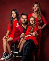 Александр Ревва с семьёй на карантине: 'Когда накрашен лучше жены'