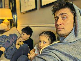 Павел Прилучный: первое фото с детьми после пьяного скандала