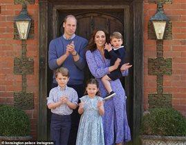 Принц Уильям и Кейт с детьми все в синем: 'Платье на Кейт смотрится лучше, чем на модели!'