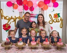 Пятерняшки Басби отметили 5-летие - детский праздник на карантине