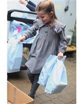 Принцесса Шарлотта отмечает 5 лет, разнося еду на карантине - и фото 5-летней Кейт