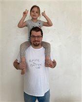 Гарик Харламов с дочкой-дизайнером футболок: 'Я тоже не сразу понял, что это кость'