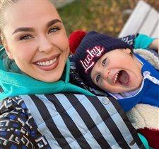 Пелагея - трогательное фото с басовитой дочкой: 'Копия мамы в детстве!'