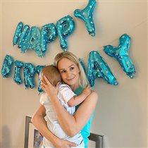 Актриса Ирина Медведева празднует год 'безымянному' сыну