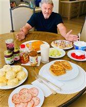 Сильвестр Сталлоне: роскошный читмил-завтрак от 3 дочерей