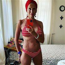 57-летняя Алёна Свиридова в купальнике: 'К чему такое фото, стареть красиво не каждому дано'