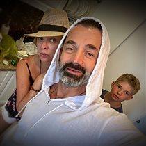 Дмитрий Певцов с женой и сыном: 'На заднем плане водочка запотевшая, это по-нашему'