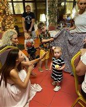 Эвелина Блёданс, Лера Кудрявцева с детьми и внуком в Сочи: 'Отдыхаете от безделья?'
