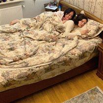 Лариса Гузеева в постели с дочерью: 'Ребёнок должен мягко спать и сладко есть'