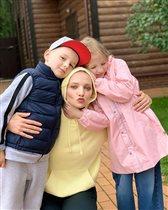 Екатерина Вилкова: фото с уже большими детьми - дочкой Павлой и сыном Петром