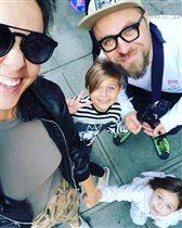Ольга Шелест с мужем и дочками: мультяшные девочки и красивый дяденька