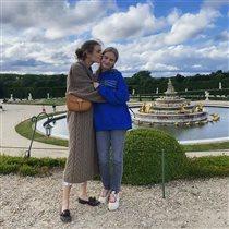 Наталья Водянова с дочкой-принцессой: 'Снимите с неё джинсы и толстовку, достала эта мода!'