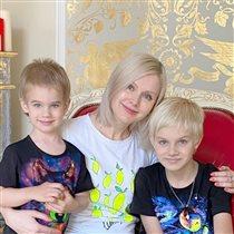 Певица Натали и эксперименты 10-летнего сына: синяя челка и голубые ногти. 'Кого вы из него растите?