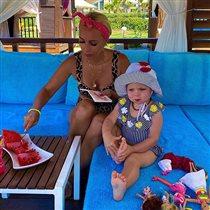 Лера Кудрявцева с 2-летней дочкой в Турции: почему малыши боятся моря?